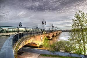 Фотографии Франция Мост Речка Поезда Уличные фонари Ограда HDRI Bordeaux, Garonne river город