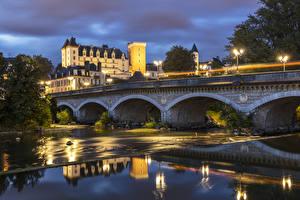 Картинки Франция Замок Реки Мост Вечер Уличные фонари Castle and Bridge in Pau