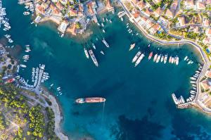 Картинка Греция Здания Речка Пристань Речные суда Яхта Сверху Spetses город