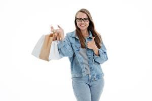 Фотография Сумка Белым фоном Шатенка Очков Улыбается Куртка Руки Джинсы Покупка Бумажный пакет девушка