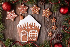 Фотография Праздники Новый год Печенье Дома Доски Дизайн Шарики Звездочки Шишки Еда