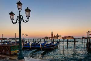 Фото Италия Лодки Рассвет и закат Венеция Уличные фонари