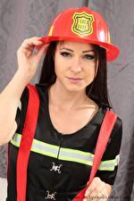 Фотографии Мелисса Мендини В шлеме Смотрит Униформе девушка