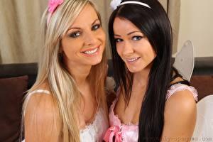Картинка Мелисса Мендини Vendula Bednarova Две Блондинки Брюнетка Взгляд Улыбка