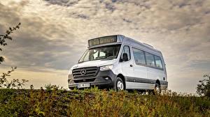 Фотографии Mercedes-Benz Автобус Белый 2019 Sprinter City Автомобили