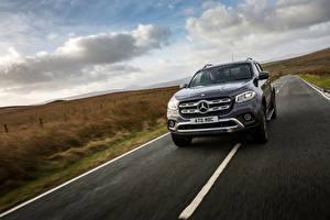 Обои Mercedes-Benz Скорость Пикап кузов UK-version 2017 X-Class автомобиль