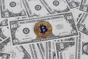 Обои Деньги Купюры Доллары Bitcoin Монеты