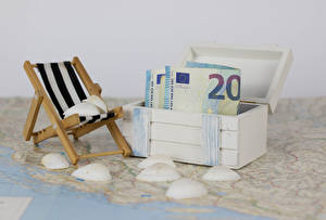Фотографии Деньги Банкноты Евро Ракушки Коробки Шезлонг