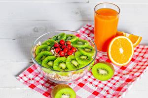Обои для рабочего стола Мюсли Сок Апельсин Киви Скатерть Рябина Завтрак Стакане Продукты питания