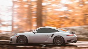 Картинки Porsche Forza Horizon 4 Сбоку Белые Едущий 911 by Wallpy авто