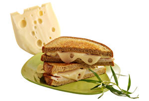 Обои Сэндвич Хлеб Сыры Белый фон Тарелка Еда картинки