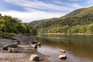 Обои для рабочего стола Шотландия Озеро Горы Побережье Камень Loch Lubnaig Природа