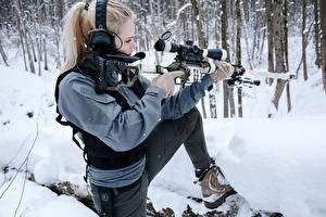 Фотографии Снайперская винтовка Зима Снайперы Блондинка В наушниках Поза DVL-10 M2 Urbana молодая женщина