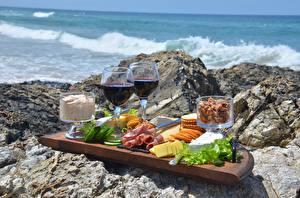 Картинки Камень Вино Сыры Бекон Бокал Нарезанные продукты Пикник