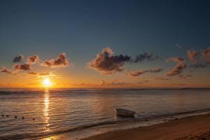 Обои Рассвет и закат Море Лодки Пляжи Солнце Природа