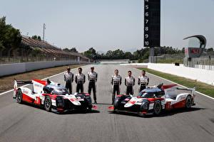 Фото Toyota Формула 1 Стайлинг Мужчина Два 2019 TS050 Hybrid Автомобили Спорт