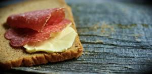Картинка Хлеб Колбаса Бутерброды Масло Еда