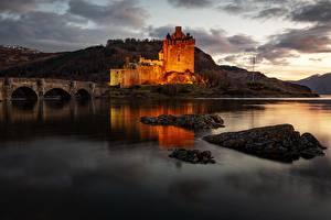 Картинка Мост Замки Вечер Шотландия Заливы Eilean Donan Castle, Kyle of Lochalsh