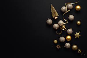 Картинка Новый год Черный фон Шарики