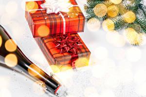 Фото Новый год Шампанское Подарки