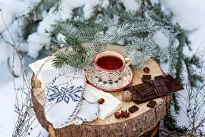 Картинки Новый год Чай Шоколадная плитка Чашка Варежки Пень Ветки Еда
