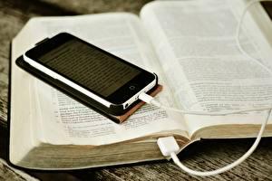 Обои Вблизи Сматфоном Книги Электрический провод