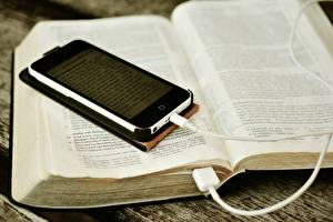 Обои Крупным планом Смартфон Книга Электрический провод