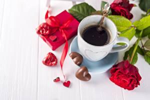 Фотографии Кофе Конфеты Роза День святого Валентина Сердца Чашке цветок