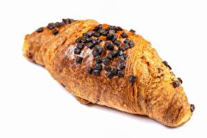 Фото Круассан Шоколад Крупным планом Белый фон Продукты питания