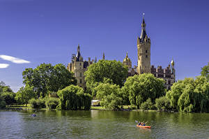 Фото Германия Замок Речка Дерева Schwerin Castle город