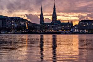 Обои для рабочего стола Гамбург Германия Речка Вечер Башни Alster город