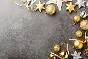 Картинка Украшения Новый год Шарики Серый фон Шаблон поздравительной открытки