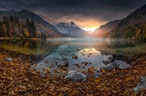 Картинки Озеро Гора Осень Австрия Пейзаж Листва Туман Langbathsee Природа