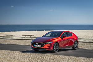 Фотография Мазда Красная 2019 Mazda3 Skyactiv-G Hatchback Worldwide автомобиль