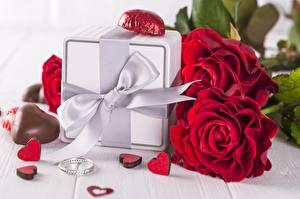 Фотография Розы День всех влюблённых Конфеты Подарок Бант Кольцо Сердце