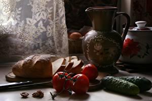 Обои Натюрморт Огурцы Помидоры Хлеб Ножик Кувшины Нарезанные продукты Еда