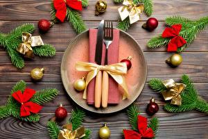 Фото Сервировка Новый год Нож Ветки Шарики Бантик Вилка столовая Тарелка