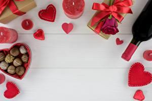 Картинки День всех влюблённых Конфеты Свечи Шаблон поздравительной открытки Сердце Бутылки Подарки Продукты питания