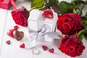 Обои День всех влюблённых Розы Конфеты Подарок Бантик Сердца Ювелирное кольцо Цветы