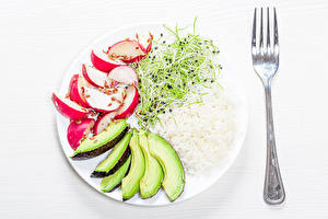 Фото Овощи Рис Редис Авокадо Белый фон Тарелка Вилка столовая Нарезка