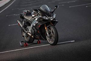 Фото Априлла Черная 2019 RSV4 Factory мотоцикл