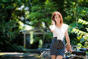 Обои Азиатки Боке Юбки Шатенки Смотрит Девушка Девушки