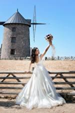 Фотография Букет Ограда Мельницы Брюнетки Платья Невесты Свадьбе девушка