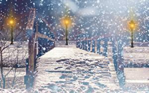 Фото Мосты Зима Парк Уличные фонари Снег Ночь Боке Города