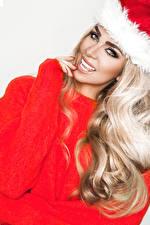 Фотографии Новый год Блондинка Улыбка Взгляд Волосы Девушки