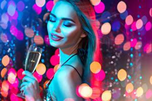 Картинка Новый год Шампанское Шатенка Лицо Макияж Бокалы Девушки