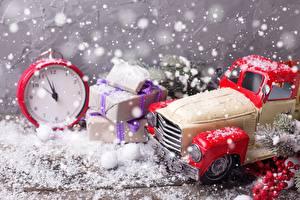 Картинка Рождество Часы Будильник Игрушка Подарки Снег