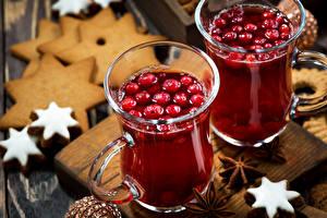 Картинки Новый год Напитки Печенье Ягоды Бадьян звезда аниса Двое Кружка Еда