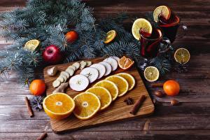 Картинки Новый год Напитки Апельсин Корица Яблоки Мандарины Доски Разделочная доска Ветки Кружка