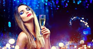 Фото Новый год Пальцы Шампанское Лицо Макияж Маникюр Бокалы Девушки